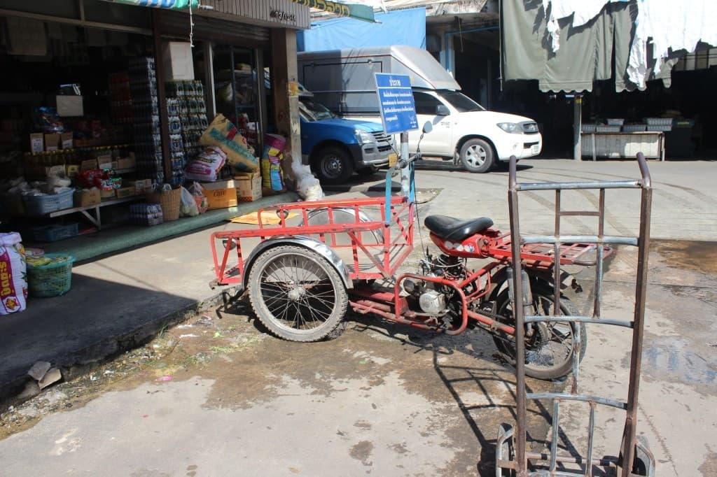 maeklong train market bangkok