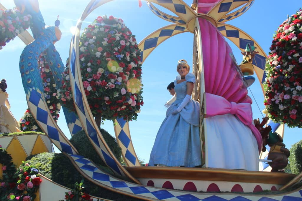 DISNEY'S FESTIVAL OF FANTASY PARADE