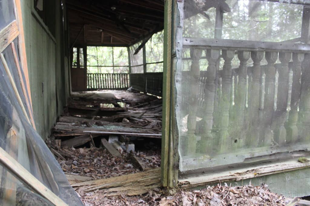 FINDING THE ABANDONED WONDERLAND IN THE GREAT SMOKY MOUNTAINS NATIONAL PARK