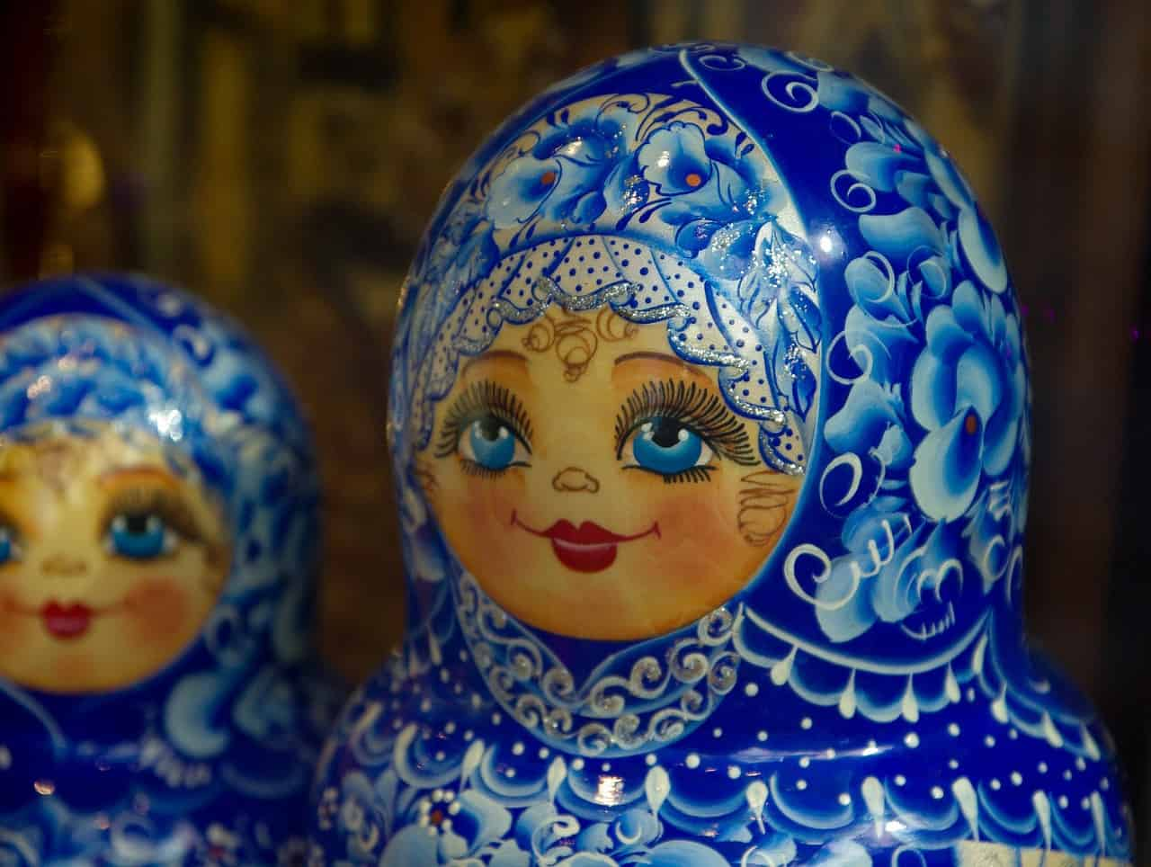 blue russian nesting dolls